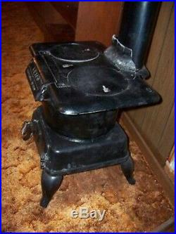 Antique Leighton Supply Co. LEICO #90 Cast Iron Wood Stove with Burner Plates