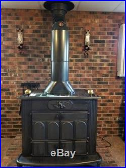 CAST IRON WOOD BURNING STOVE withBLOWER & CHIMNEY PIPE